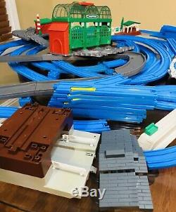 Huge LOT Thomas The Train Engines, Cars, Blue Gray Tracks Sodor RoundHouse TOMY