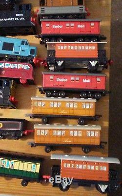 Large Lot of 43 ERTL Die Cast Thomas the Tank Engine Trains, Vehicles, & Pieces
