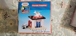 THOMAS & FRIENDS WOODEN RAILWAY RESCUE HOSPITAL With AMBULANCE NEW VERY RARE