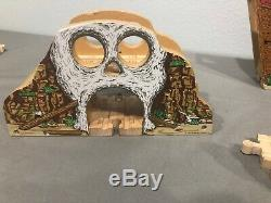 Thomas & Friends Wooden Train Pirates Cove Set with Admiral Skull Shipwreck