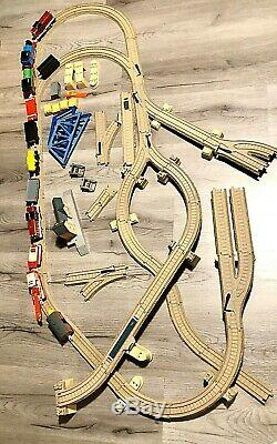 Thomas The Train Trackmaster Set Pull Cars Village Battery Operated Works
