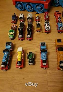 Thomas the Tank Engine bundle & 3 carry cases. Take and play